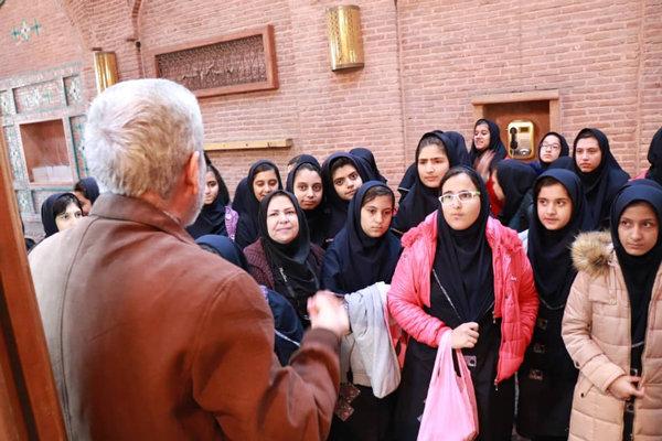 تورگردشگری دانش آموزان از بناهای تاریخی و فرهنگی قزوین برگزار شد