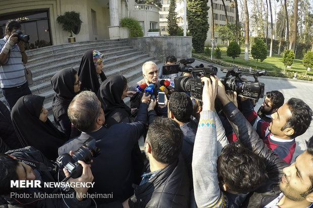 Media waiting for Iranian ministers after cabinet meeting