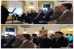 Zarif meets with Iranian expatriates in Rome