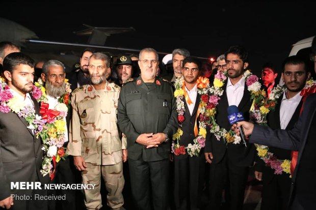 ایران کے 5 سرحدی محافظ آزادی کے بعد وطن واپس پہنچ گئے