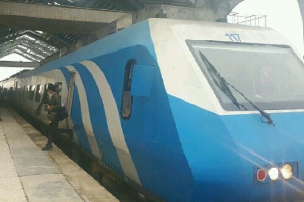 مسافران قطار کرمانشاه سرگردان شدند