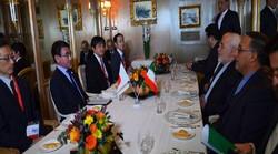 ظريف يبحث مع نظيره الياباني حول الاتفاق النووي