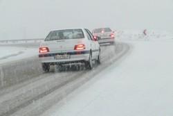 تردد در جاده های برفی استان قزوین با احتیاط جریان دارد