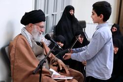 استقبال قائد الثورة لعائلات شهداء الدفاع عن أمن البلاد/صور