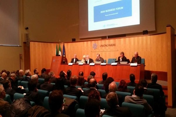 Iran FM meets with Italian businesspersons, entrepreneurs in Rome