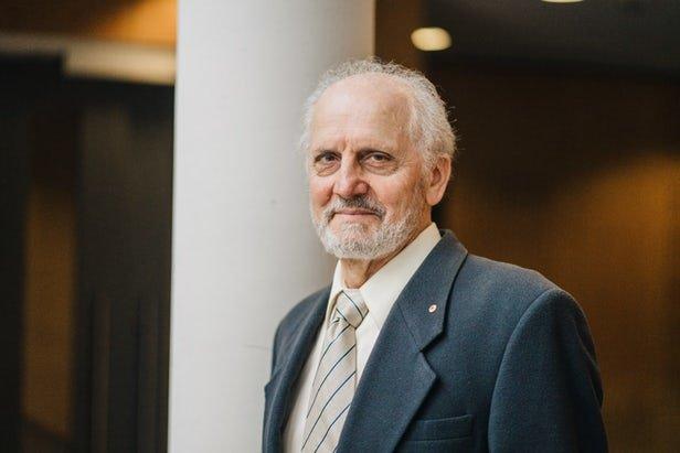 نتیجه تصویری برای پروفسور جرج پاکسینوس