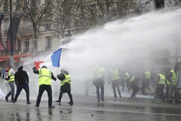 فرانس میں مظاہرین کا صدارتی محل پر حملہ