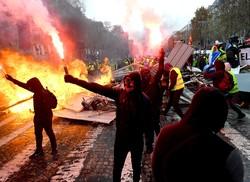 فرانس میں پر تشدد مظاہرے جاری