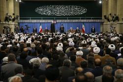 رہبر معظم سے  ایران کے اعلی حکام  اور وحدت کانفرنس میں شریک غیر ملکی مہمانوں کی ملاقات