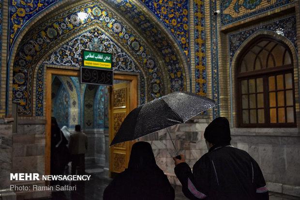 بارش باران در شب میلاد حضرت رسول در حرم رضوی