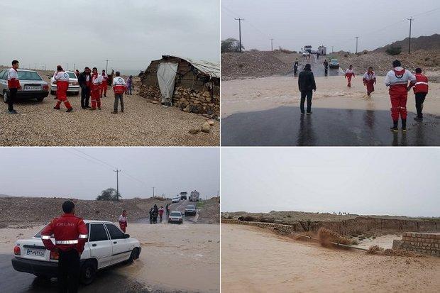 امدادرسانی به حادثهدیدگان سیل در استان بوشهر/ توزیع اقلام زیستی