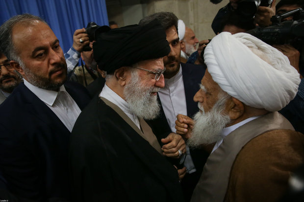 Participants of Islamic unity conference meet Ayatollah Khamenei