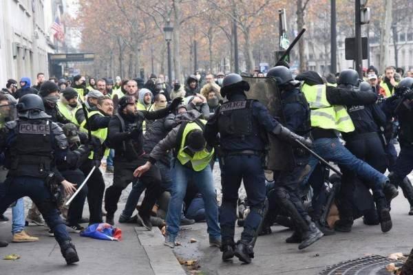 اعتقال 122 شخصا خلال تظاهرات وسط باريس