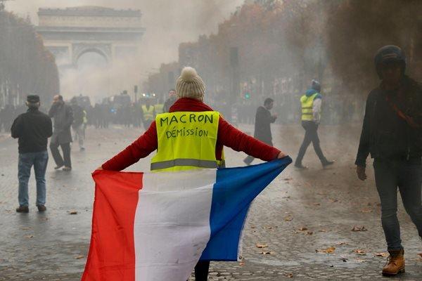 جلیقه زردها بار دیگر پاریس را تسخیر کردند