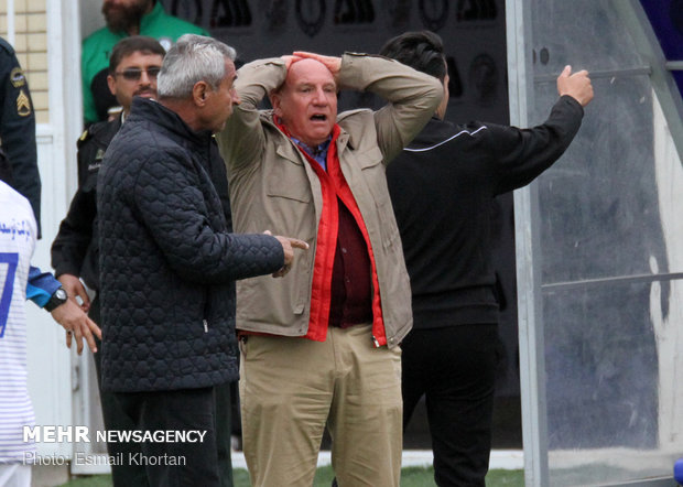 دیدار تیم های فوتبال گل گهر سیرجان و بادران تهران