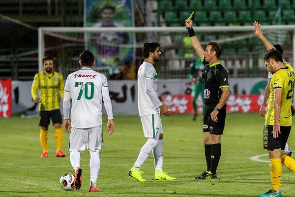 شکایت باشگاه ذوب آهن از داور بازی با نفت مسجدسلیمان