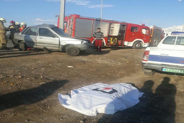 فوت راننده پراید در اثر برخورد با تیر چراغ برق در اتوبان تهران قم
