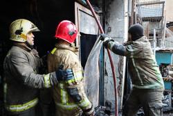 آتش در انبار ۳۰۰ متری لوازم لوکس خودرو/تلفات جانی نداشتیم