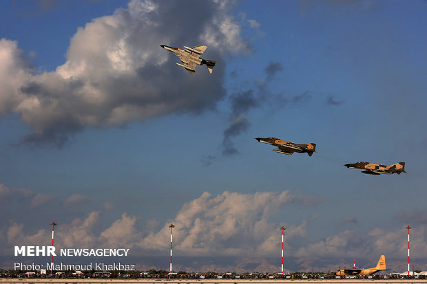 9th Iran Airshow: aerobatics display over Kish Island