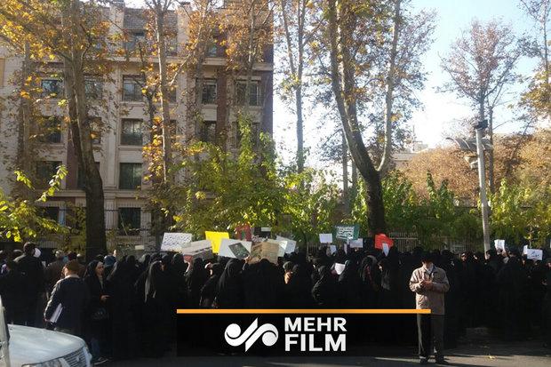 تجمع حاشد أمام مكتب أمم المتحدة في طهران / صور