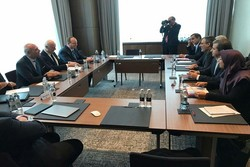 Jaberi Ansari meets with de Mistura during Astana peace talks