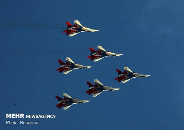 Fighter jets display aerobatics on 2nd day of Iran Airshow