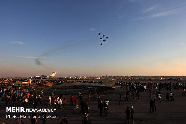 دومین روز نمایشگاه و مانور هوایی جنگنده های نیروی هوایی
