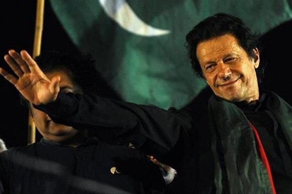 پاکستان کے وزیراعظم چين کے دورے پر روانہ ہوگئے