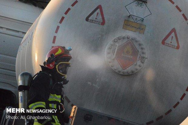 رفع خطر از تریلی حامل گاز آمونیاک در حال واژگونی