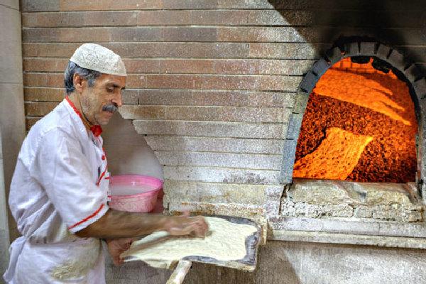 پخت و توزیع نان رایگان همزمان با عید غدیر در سیریک