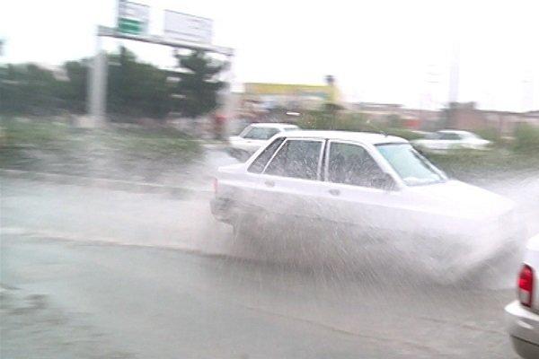 هوای آذربایجان غربی برفی و بارانی شد/ آبگرفتگی معابر در ارومیه