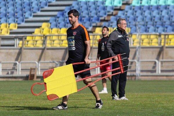 مدیرعامل باشگاه سرمربی جدید پرسپولیس را به کریم باقری معرفی کرد