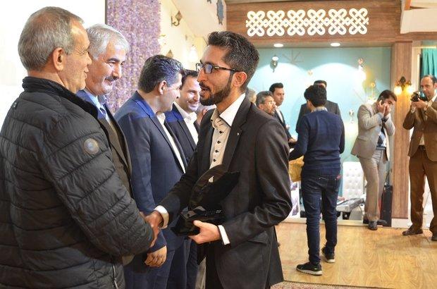 خبرنگارخبرگزاری مهر در مرند به عنوان فعال رسانه ای برتر انتخاب شد