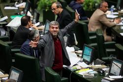 İran Meclisi'ndeki açık oturumdan kareler