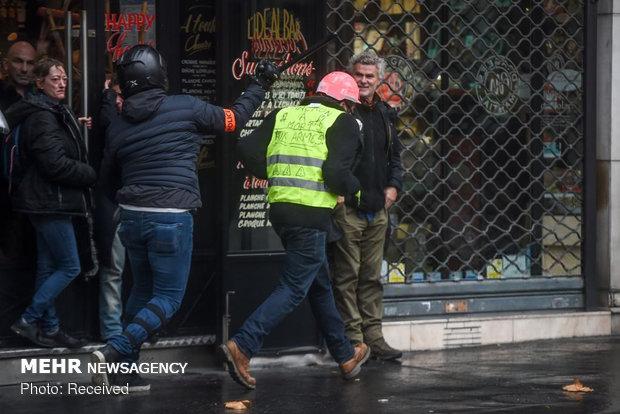 برخورد پلیس و لباس شخصی ها با معترضان زردپوش
