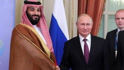 Russian President Vladimir Putin on the sidelines of the Group of 20 with Saudi Arabian Crown Prince Mohammed bin Salman