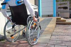 World Day for Disabled People: minister calls on mayors to go to work on wheelchairs
