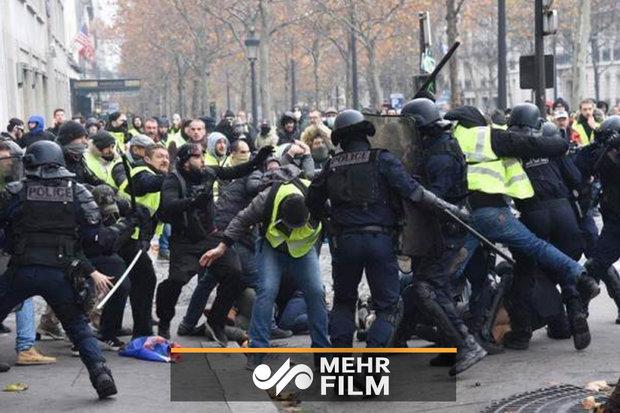 فلم/ فرانسیسی پولیس کا مظاہرے میں شریک شخص پر تشدد