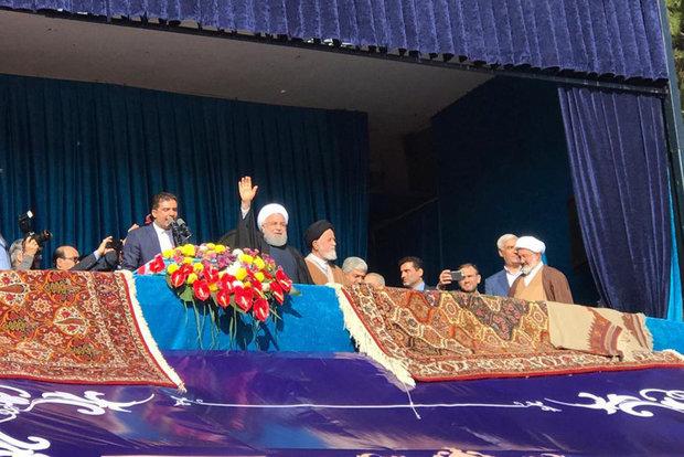 روحاني خلال جولته التفقدية في سمنان