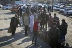 مردم سیستان و بلوچستان همچنان در صف گاز/ بازار در دست دلالان