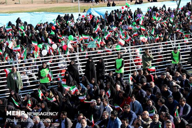 الرئيس روحاني في جولة تفقدية في محافظة سمنان