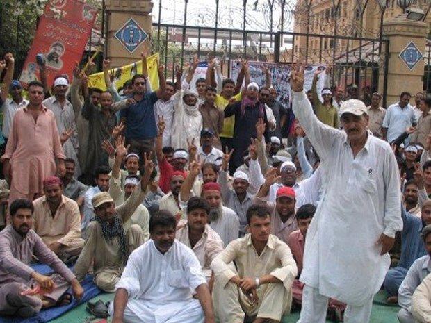 پاکستانی کسان دھرنا دینے کے لئے لاہور پہنچ گئے