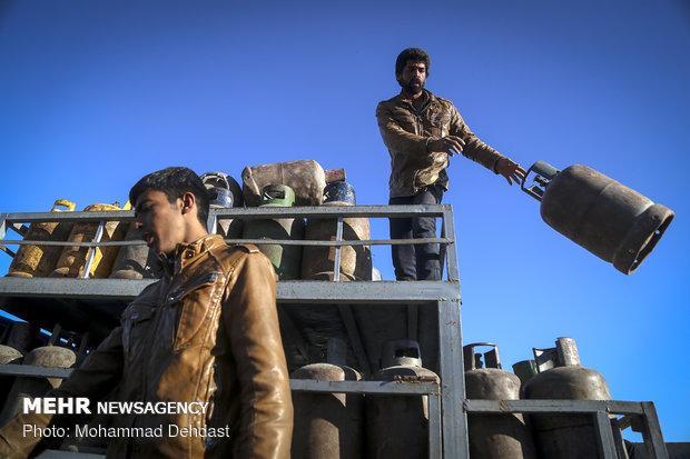 صف های طولانی دريافت سيلندر گاز در زابل