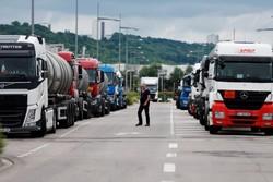 کامیون داران و کشاورزان فرانسه به صف معترضان ضد دولتی پیوستند