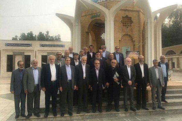 استانداران ادوار مختلف استان بوشهر با شهدا تجدید میثاق کردند