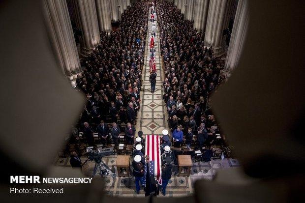 حضور اوباما و ترامپ در مراسشجنازة جورج بوش الأبم ختم بوش