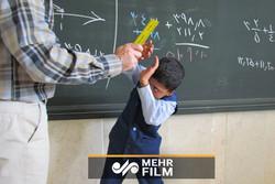 فلم/ ہمدانی طالب علم کی پٹائی