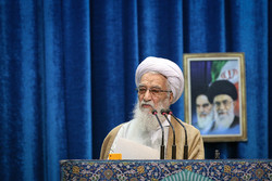 Ayatollah Movahedi Kermani leads Tehran Friday prayers