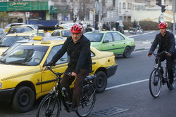 گفتگوی پیامکی حناچی و کرباسچی درباره شهرداری تهران