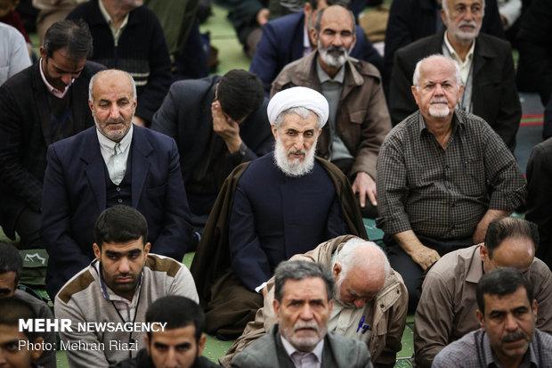 Ayatollah Movahedi Kermani leads Tehran Friday prayers